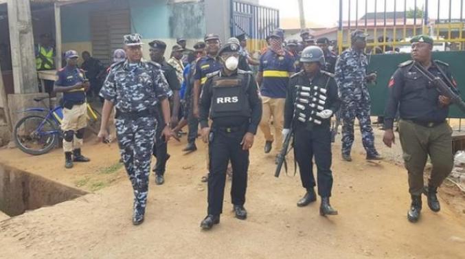COVID-19 Lockdown: 'Hoodlums' break into shops in Lagos, Ogun, rob residents