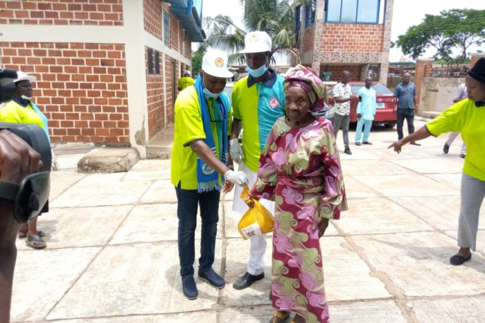 INUKAN DEVELOPMENT FORUM: GIVES PALLIATIVES TO 235 VILLAGES IN IBADAN ,OYO STATE