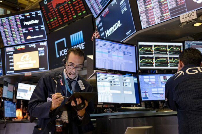 Apple, Amazon, Netflix Drop over 4%, Investors Jittery on COVID-19
