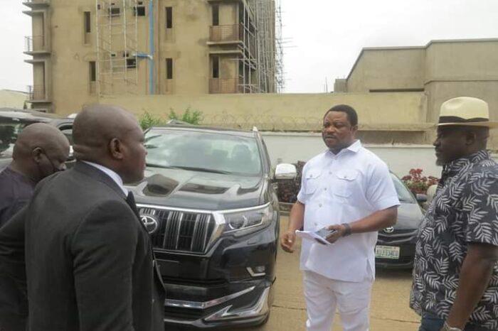 Gov Ayade Presents Multi-Million-Naira Jeep to APC Members in Calabar